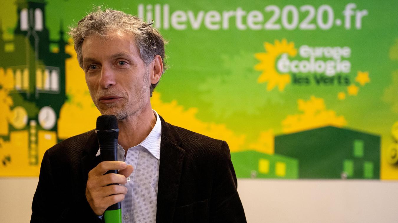 Stéphane Baly promet de « combattre » les écrans de pub dans la rue à Lille