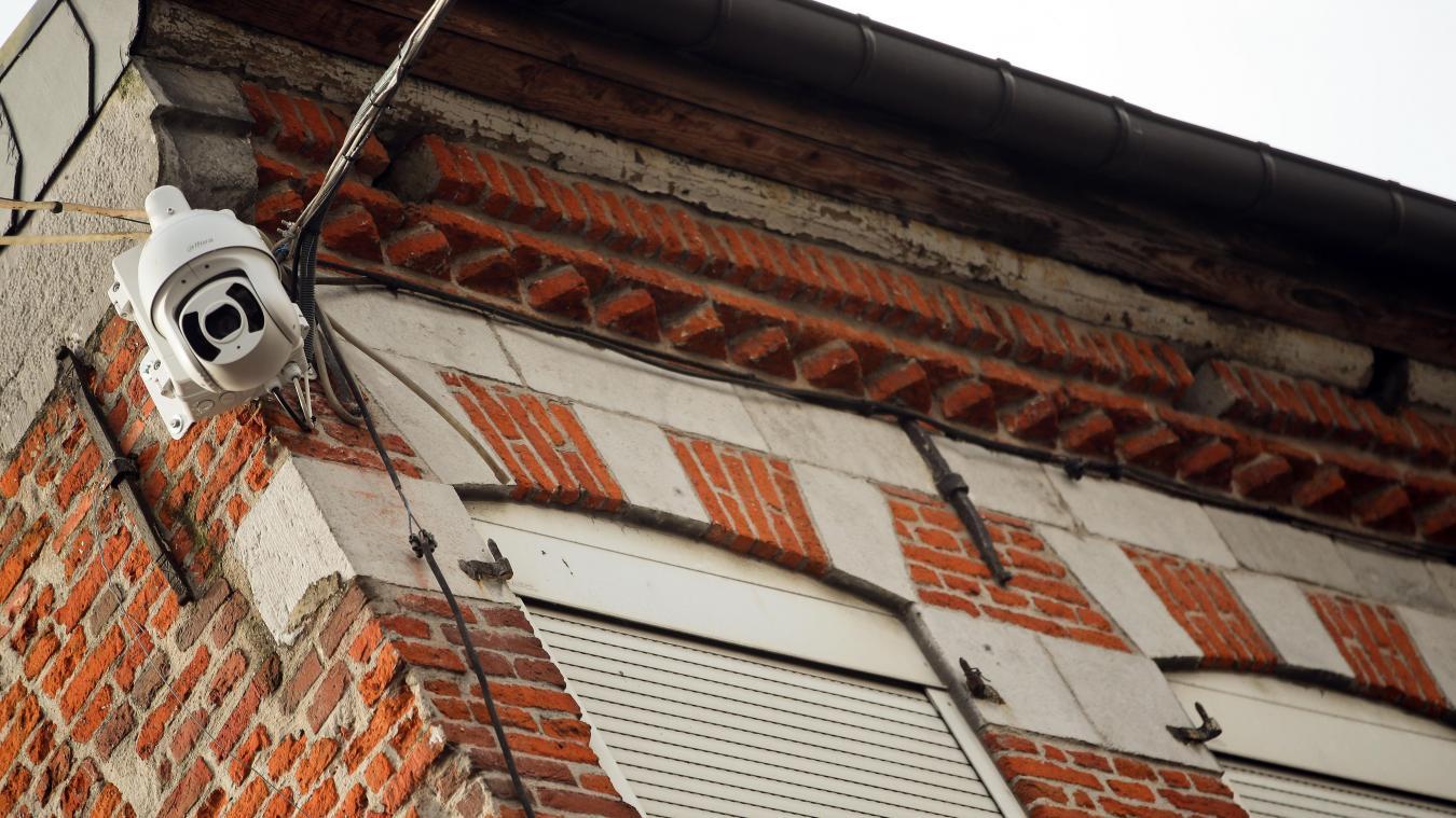 précédent Une caméra pour surveiller la place Leclerc à Avesnes-sur-Helpe - La Voix du Nord