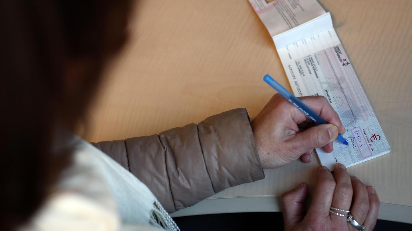 Saint-Omer-Capelle: une femme falsifiait les chèques de son oncle handicapé - La Voix du Nord