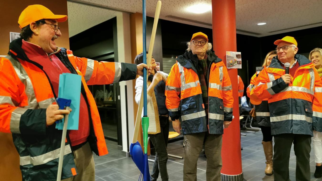 Manif des gilets orange à Loos lors du départ de Bruno Saison d'Apronet - La Voix du Nord