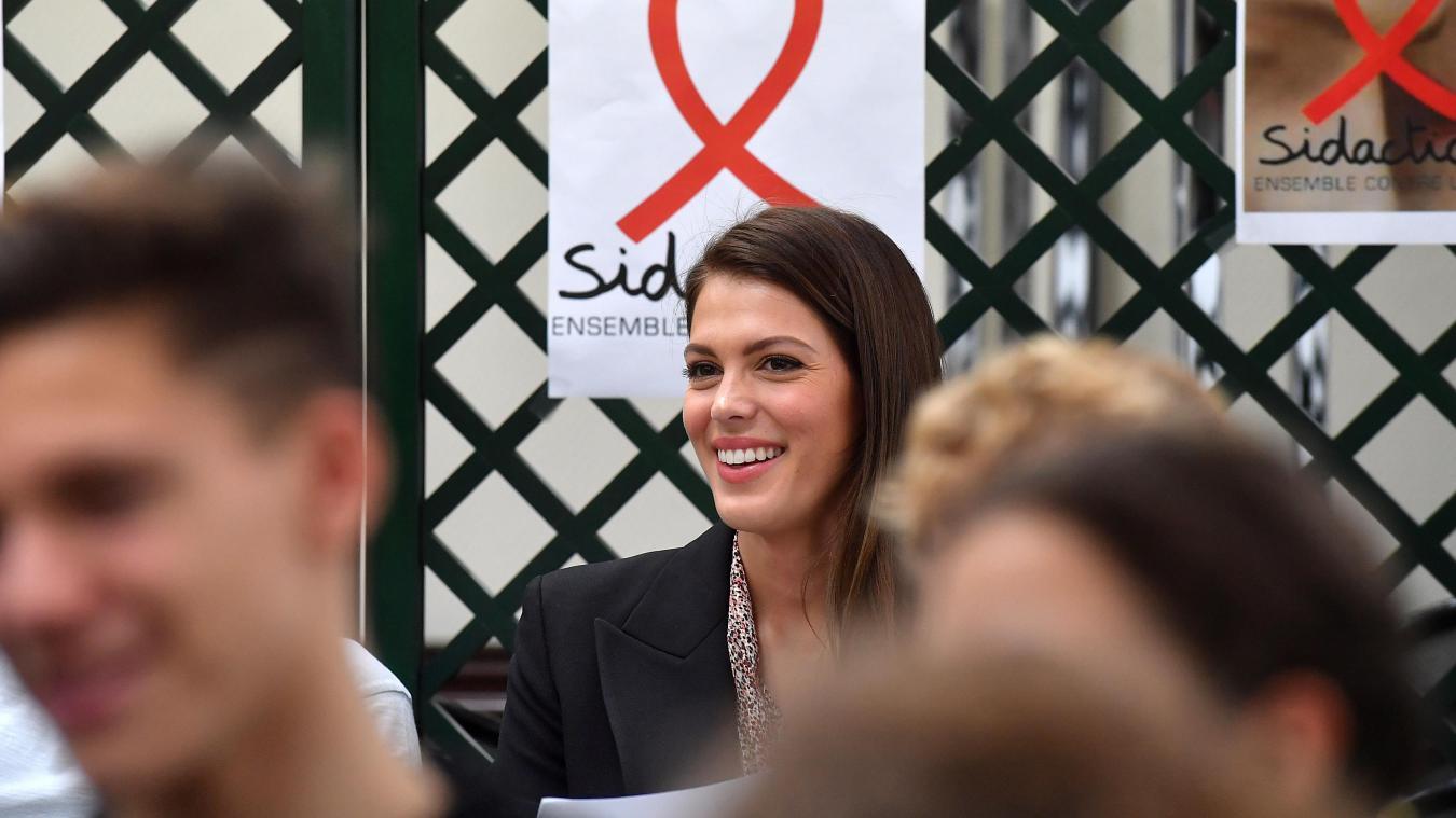Iris Mittenaere de retour dans son lycée d'Hazebrouck pour une séance de prévention contre le Sida - La Voix du Nord