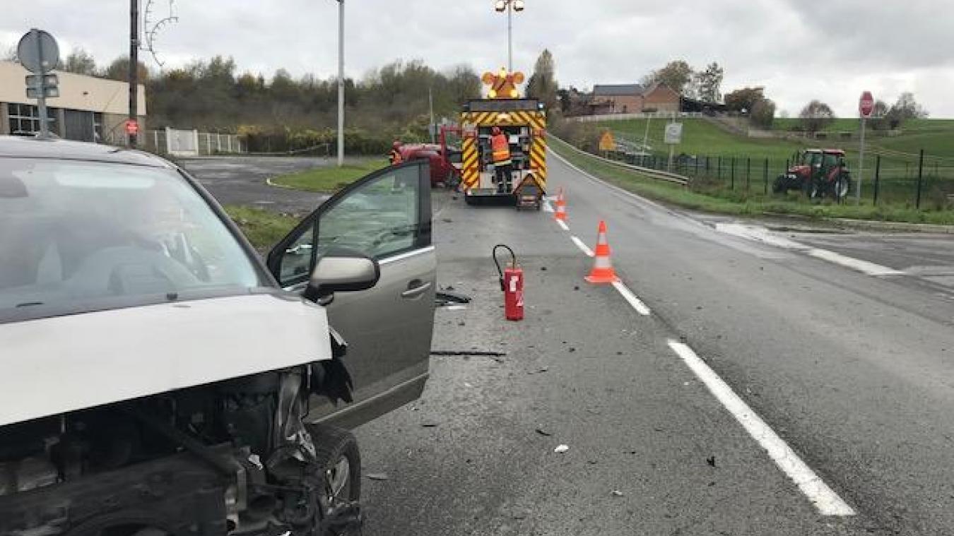 Avesnes-sur-Helpe: deux véhicules se percutent sur la D962 - La Voix du Nord