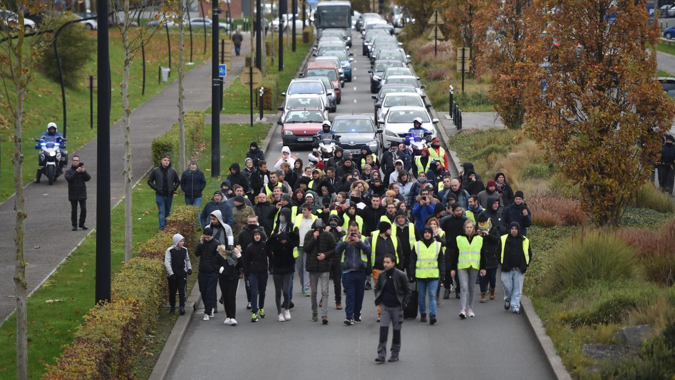 À Valenciennes, un an après, quelques irréductibles Gilets jaunes ont battu le pavé - La Voix du Nord