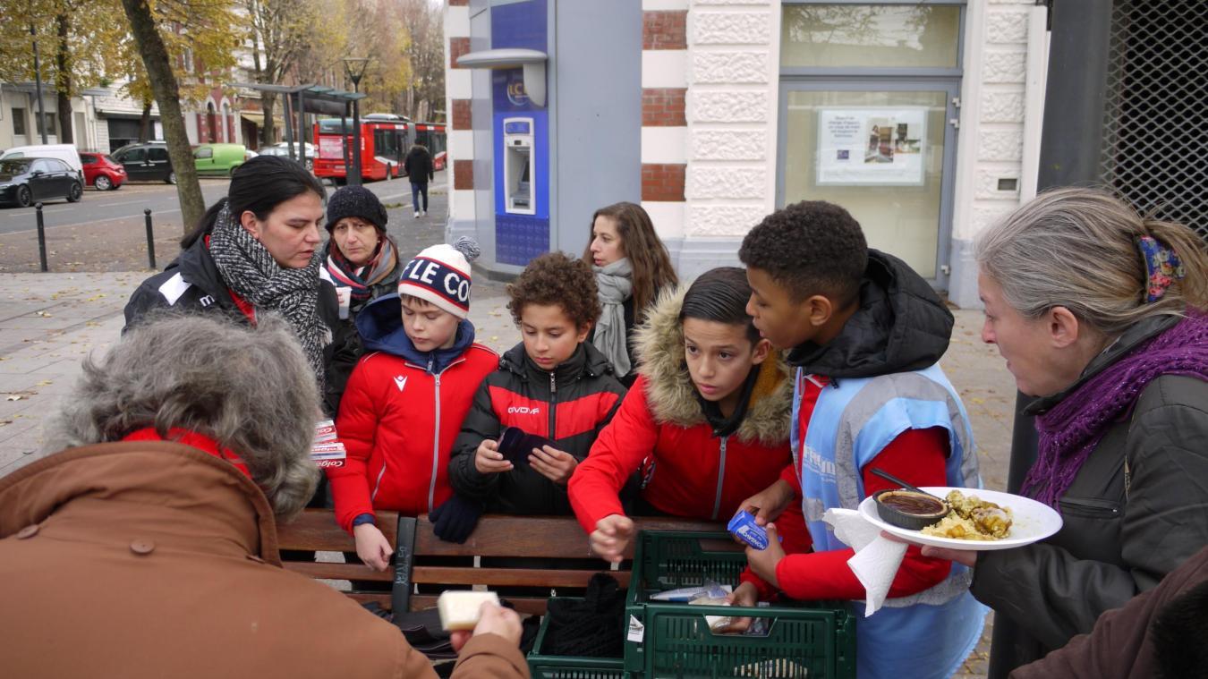 Valenciennes: les jeunes footballeurs de Saint-Waast ont réchauffé le cœur de SDF - La Voix du Nord