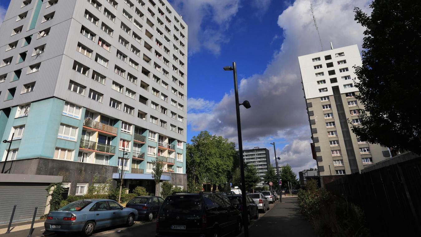 Roubaix : les fuyards font irruption dans un appartement de la tour D pour s'y planquer - La Voix du Nord