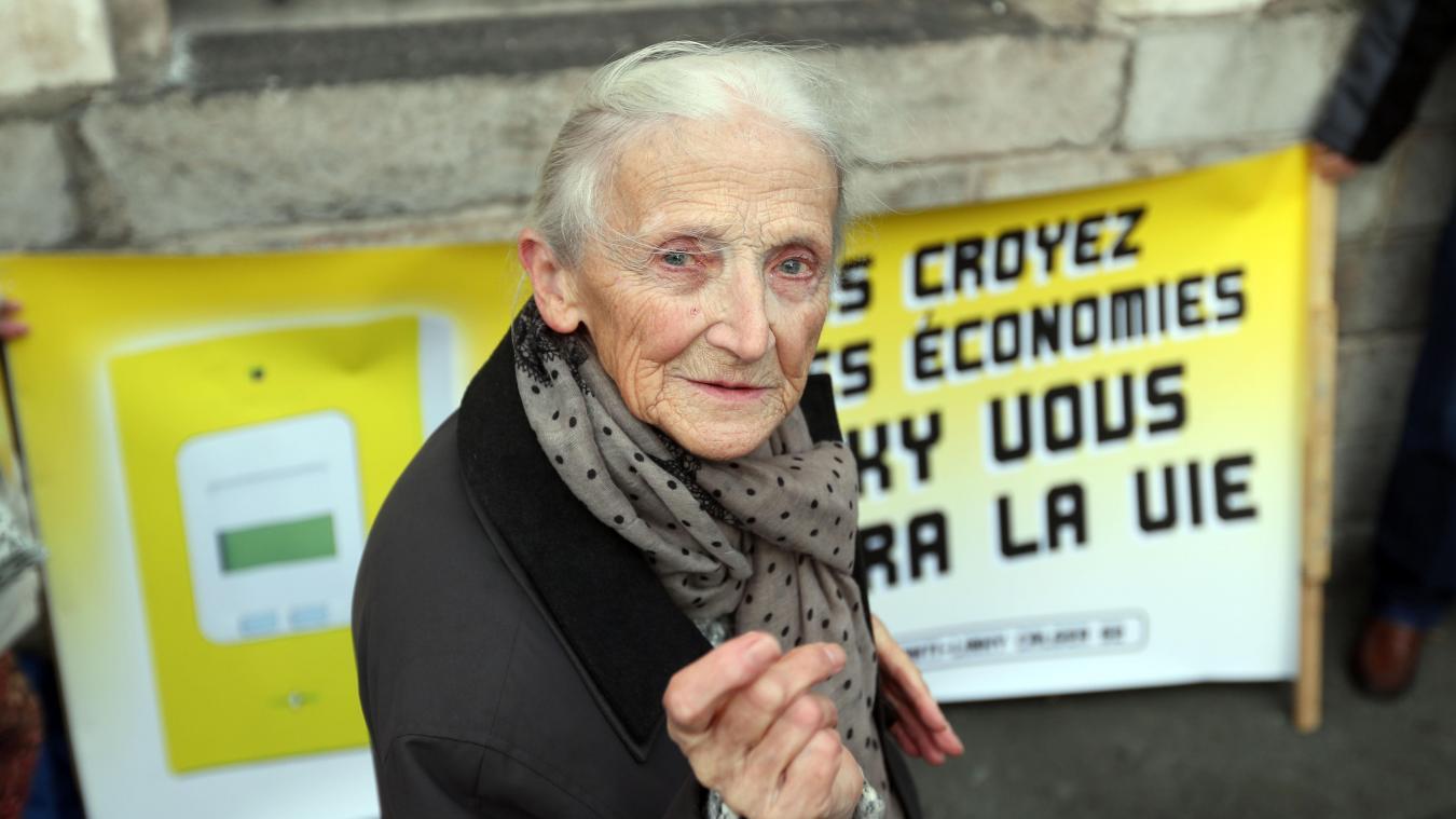 Dans quelques minutes, Gilberte Morel, 85 ans, va apprendre qu'elle a gagné une première manche dans son combat contre Enedis. PHOTO MATTHIEU BOTTE LA VOIX DU NORD