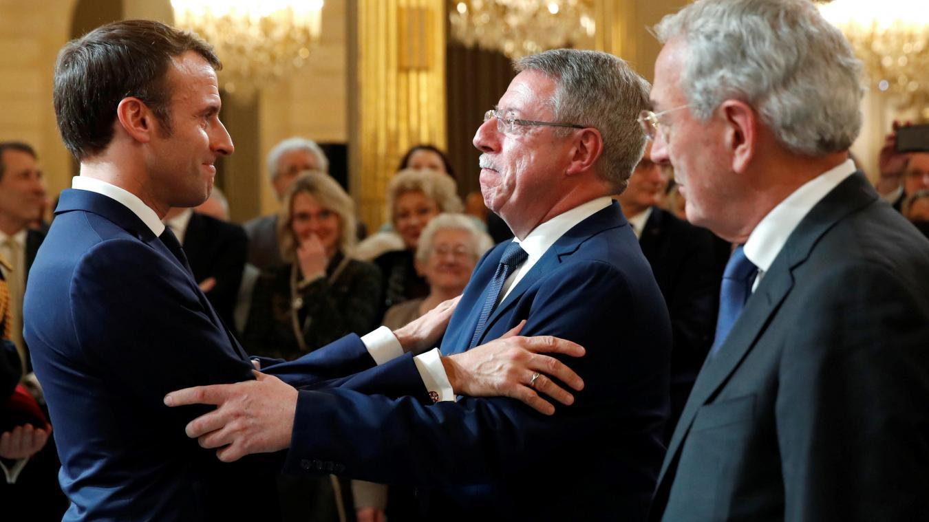 Calendrier Macron 2019.Dominique Baert Decore Par Emmanuel Macron A L Elysee