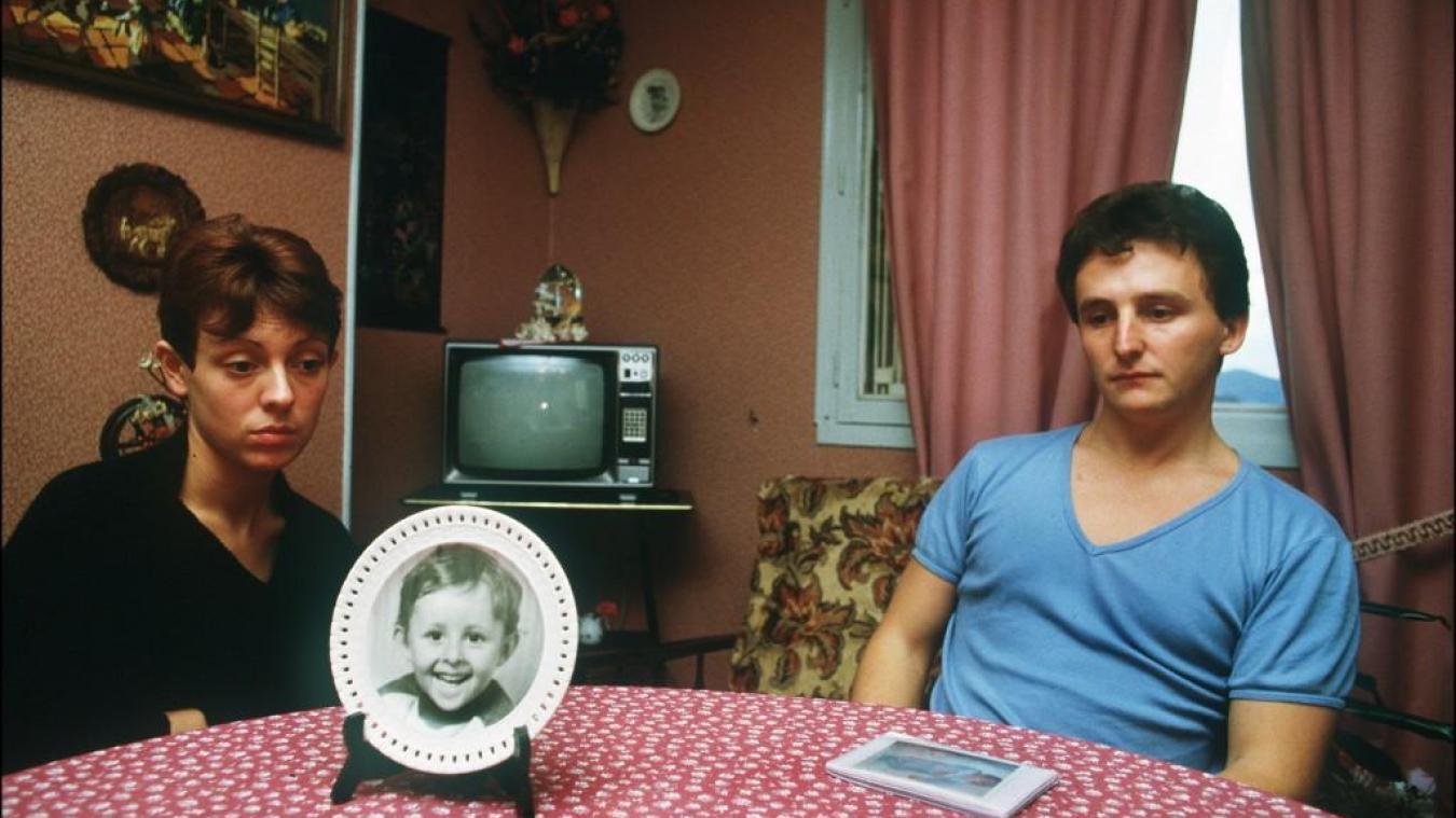 Dans un documentaire de Netflix consacré à l'Affaire Grégory l'ancien commissaire Jacques Corrazzi qualifie Christine Villemin d' excitante.table de leur salle-à-manger sur laquelle est posée une assiette à l'effigie de leur enfant