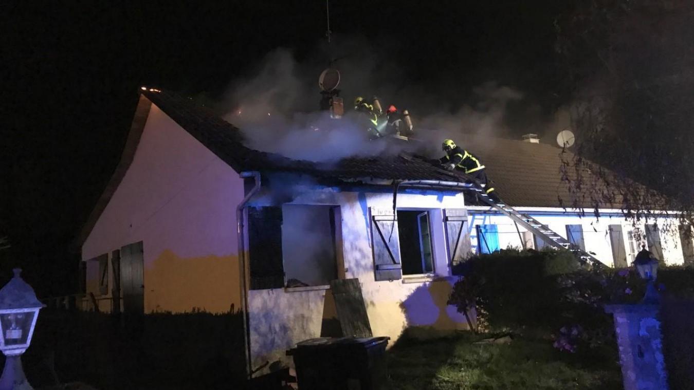 Une Maison Ravagée Par Les Flammes à La Caloterie
