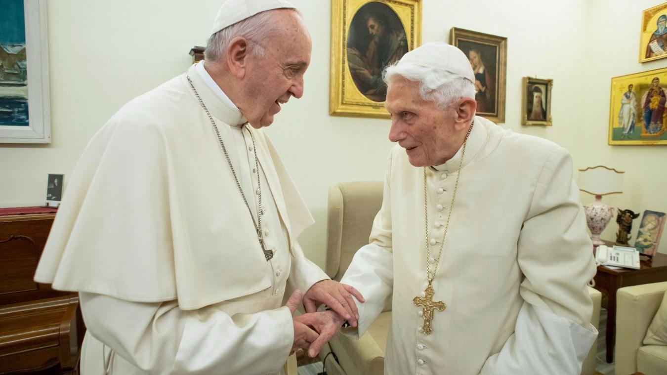 Célibat des prêtres: l'ancien pape Benoît s'insurge