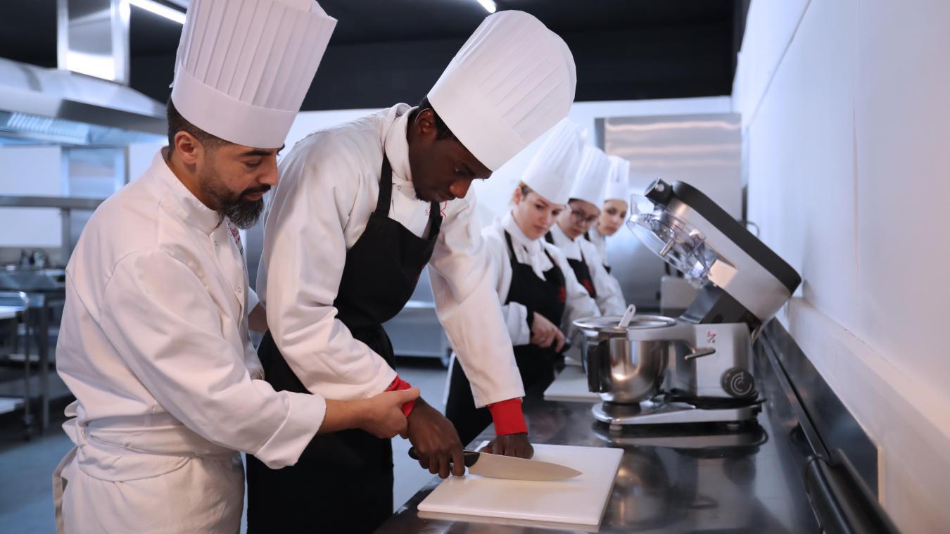 Premieres Lecons De Cuisine Pour Les Douze Eleves De L Ecole