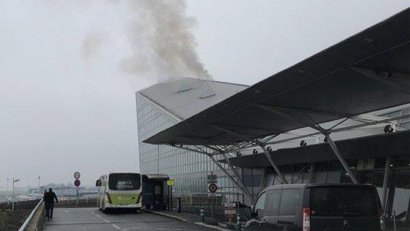 Le trafic de l'aéroport de Lille-Lesquin interrompu à la suite d'un incendie