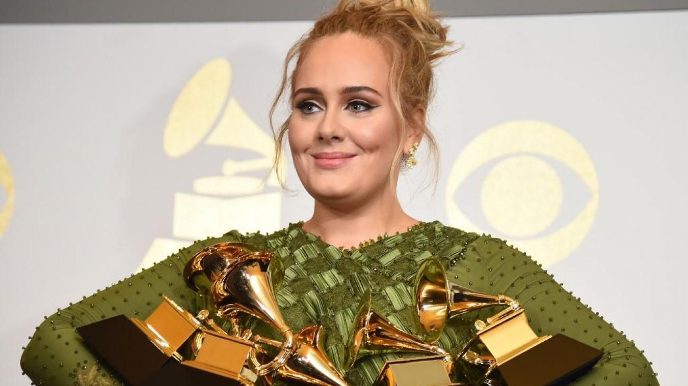 Adele donne une rare performance au mariage de sa meilleure amie