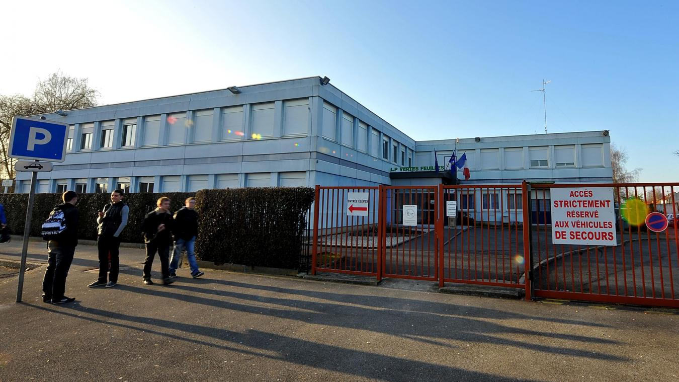- Un élève de terminale condamné pour des coups de couteau à la sortie d'un lycée à Saint-André
