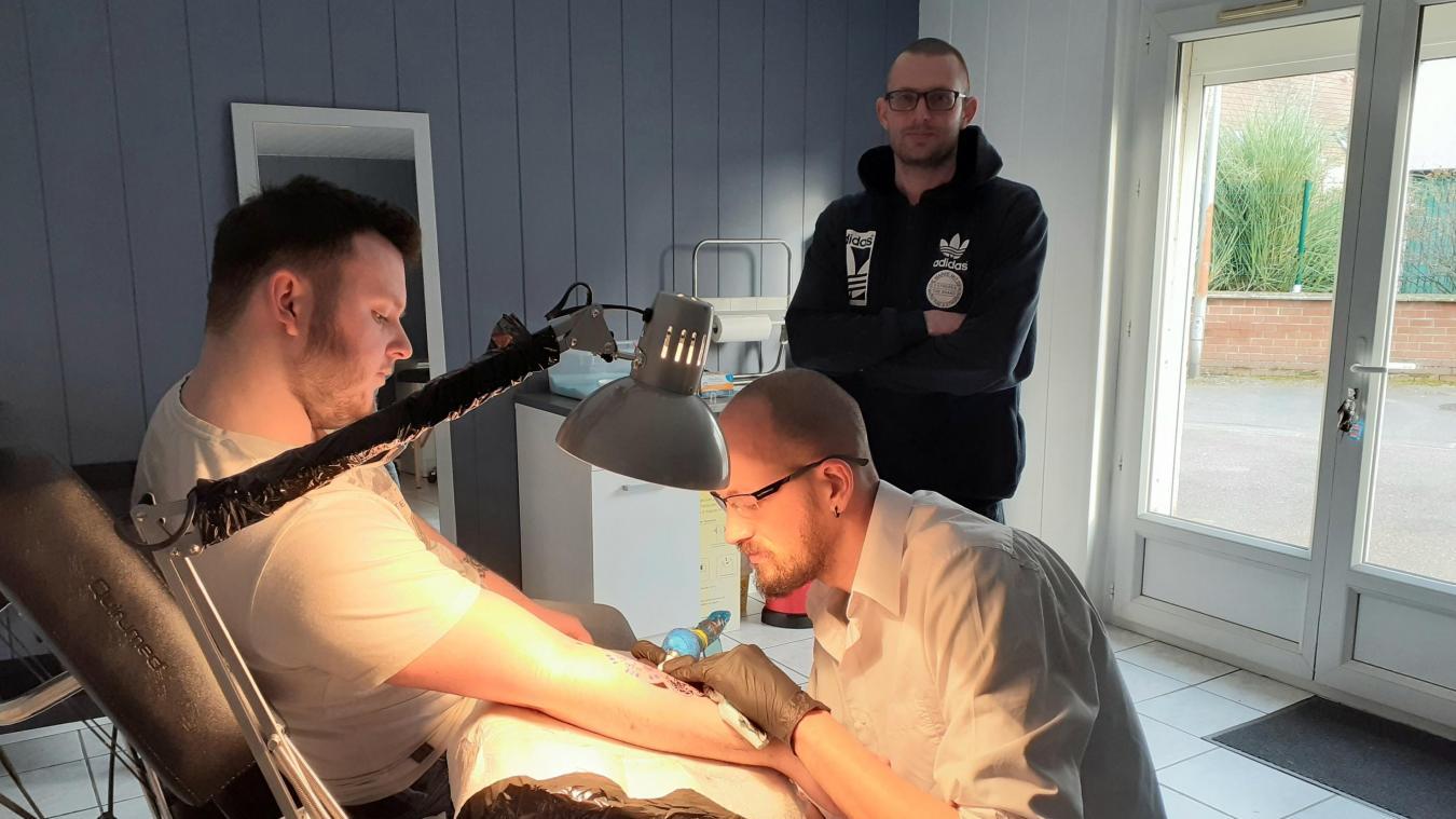 Calais Needle Kingdom Nouveau Salon De Tatouage Installe Au Beau Marais