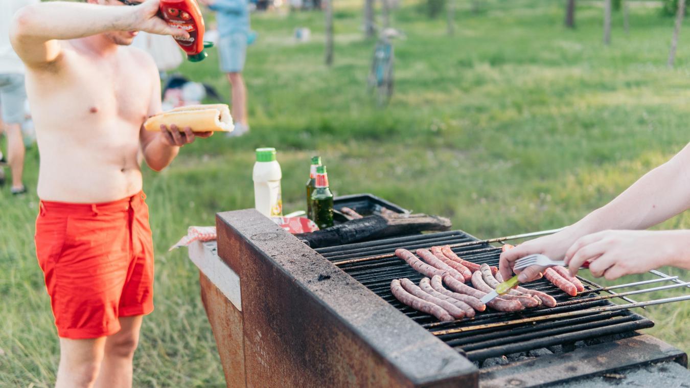 Préparer Un Barbecue Pour 20 Personnes coronavirus : dans l'oise, ils violent le confinement pour