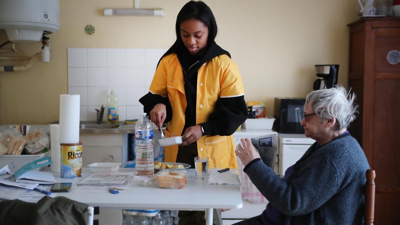 Covid-10: ces auxiliaires de vie qui luttent pour le maintien à domicile