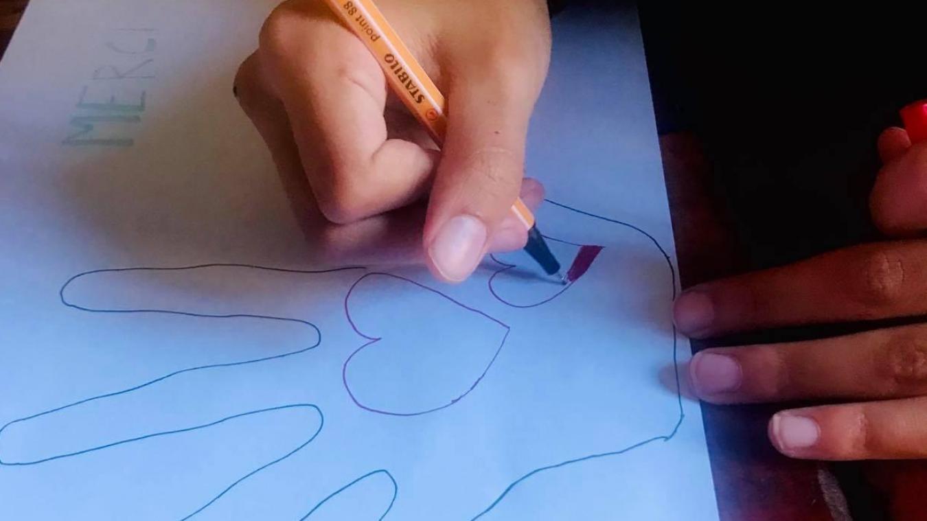 Dessin Avec La Main cambrésis : « le cœur sur la main », des dessins pour garder