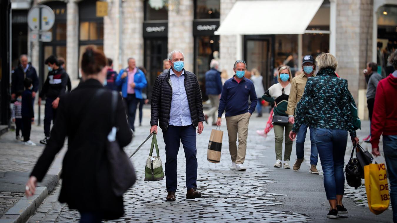 Dans le Vieux Lille, dont une partie a été piétonnisée ce samedi, et le centre, la clientèle revient. PHOTO PIB