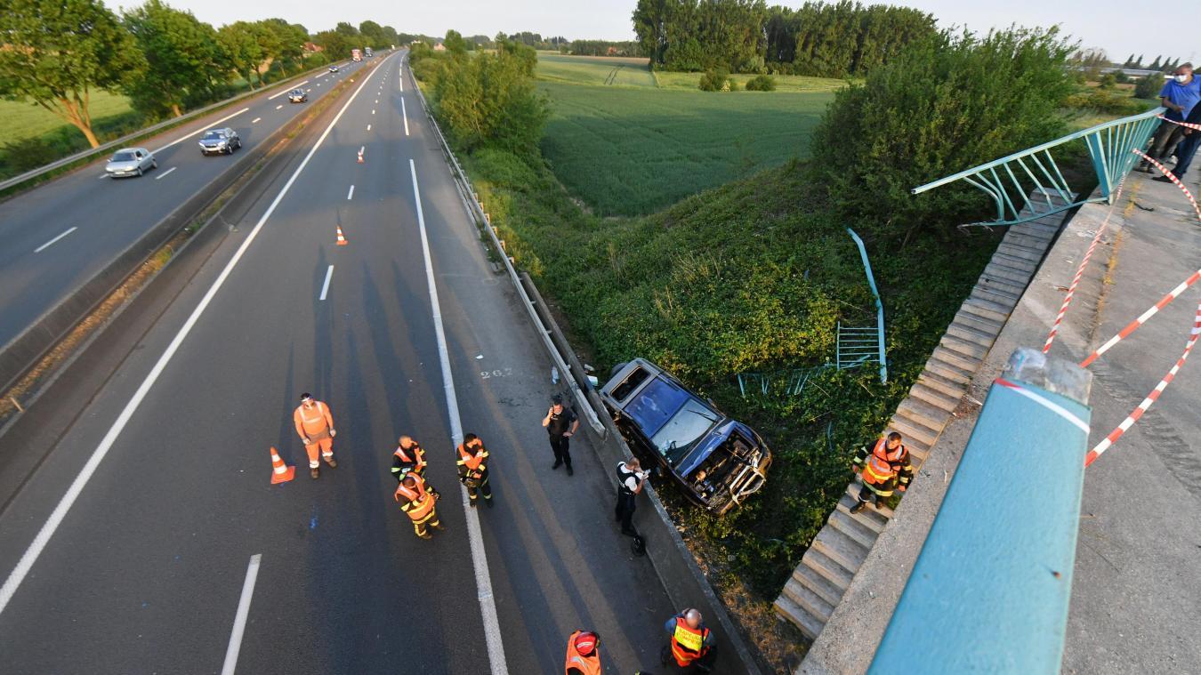 Un enfant entre la vie et la mort après la chute d'une voiture d'un pont au-dessus de l'A 25