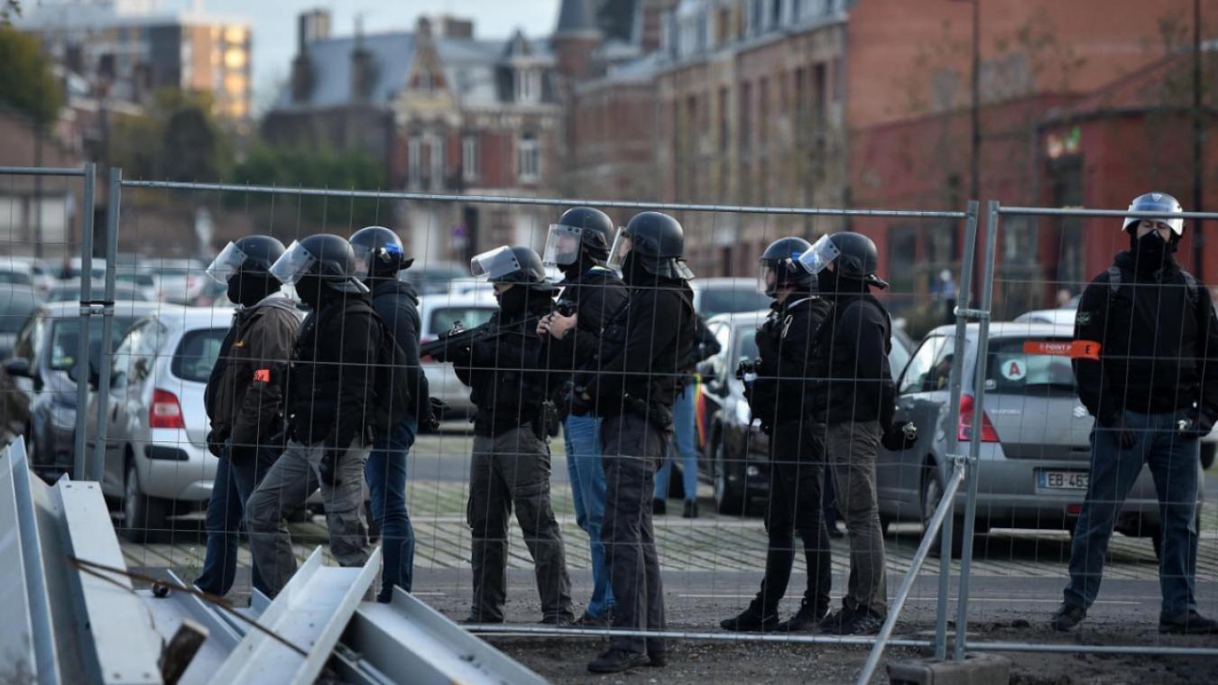 Camélia Jordana défie Castaner — Violences policières