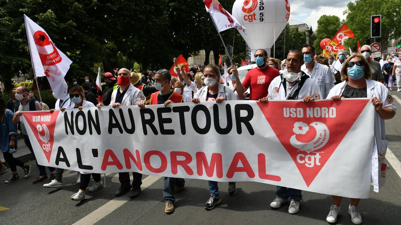 Lille: plusieurs milliers de soignants manifestent, quelques incidents en  marge