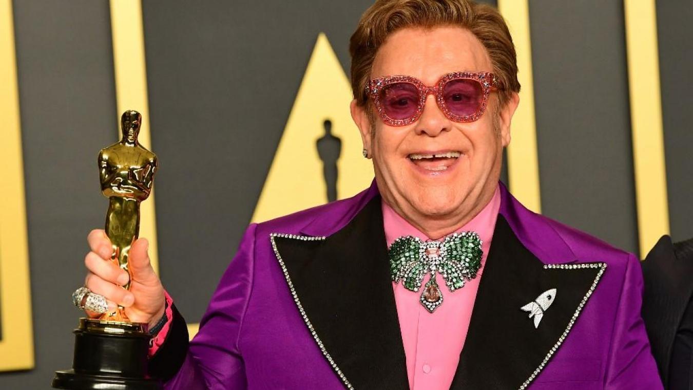 Elton John souligne 30 ans de sobriété