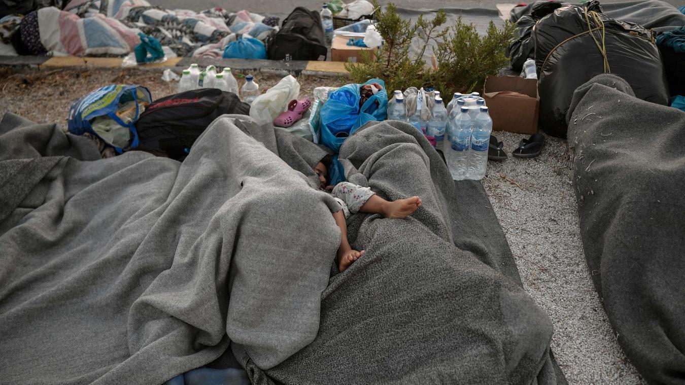 Quelque 400 migrants mineurs non accompagnés sont évacués de l'île grecque de Lesbos après l'incendie gigantesque du camp de Moria. PHOTO AFP - AFP