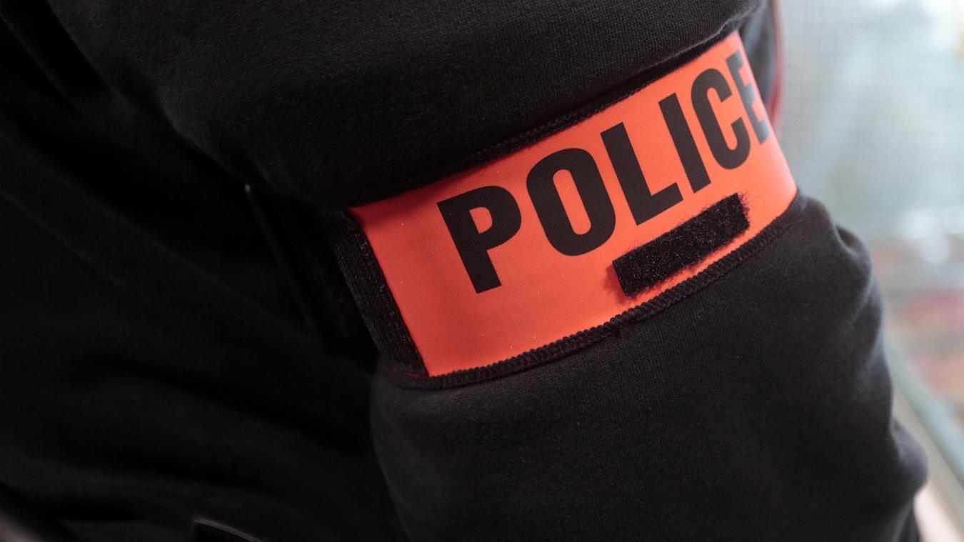 Val-d'Oise : deux policiers blessés par balle avec leurs propres armes