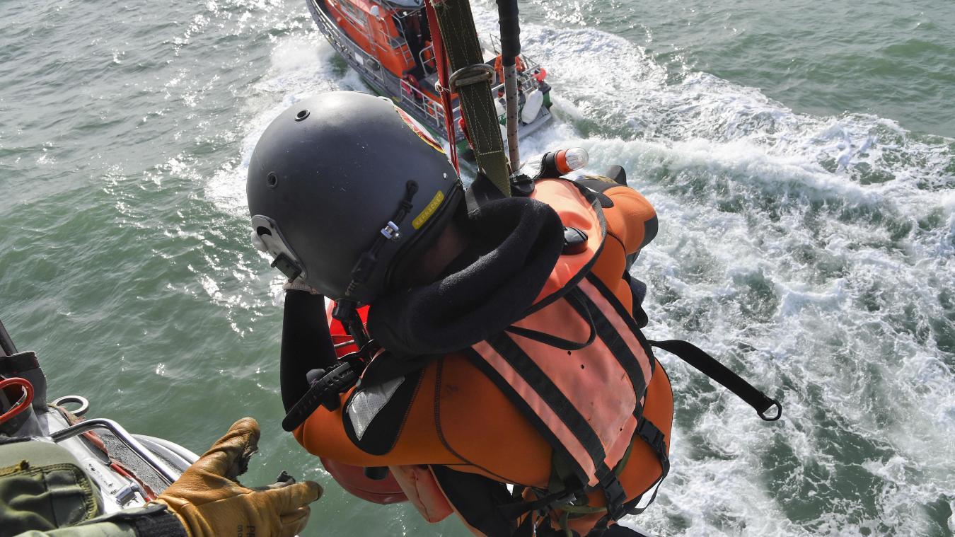 - Dans l'hélicoptère Dauphin des sauveteurs en mer du Boulonnais