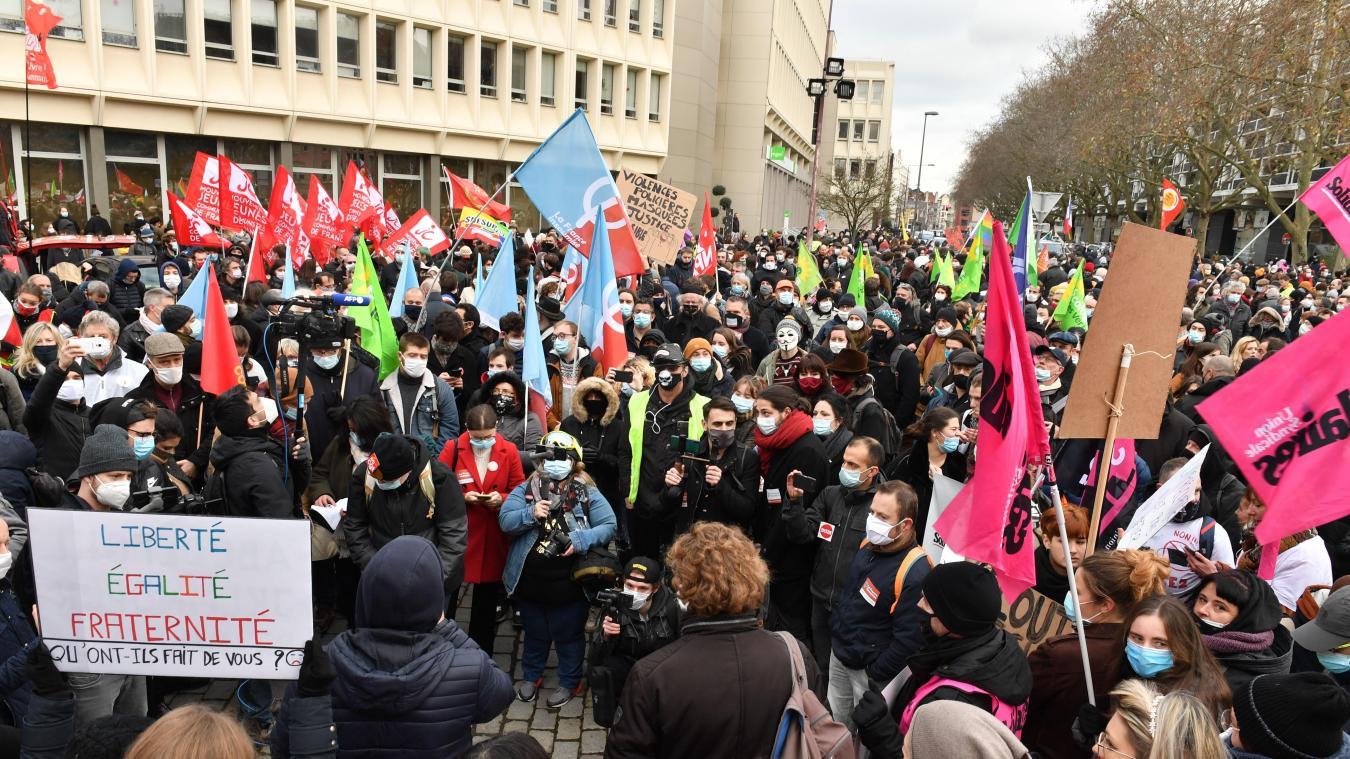 Environ 1000 personnes manifestent contre la précarité ce samedi après-midi à Lille