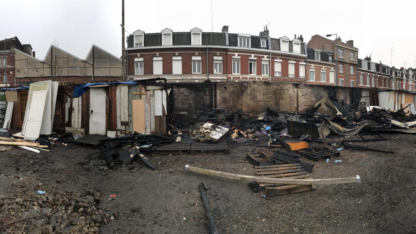Lille: Plusieurs baraquements détruits par le feu, dans un camp de migrants  de la friche Saint-Sauveur