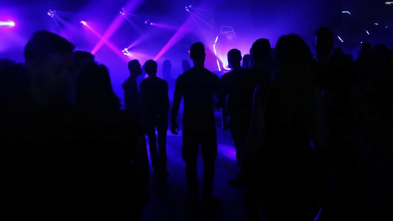 Fermés depuis le printemps, clubs et discothèques espèrent rouvrir cet été.