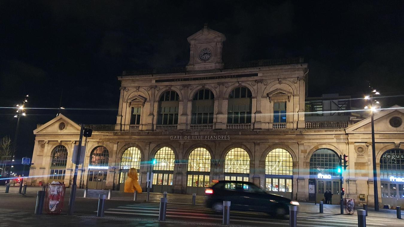 Le secteur des gares s'est rapidement vidé de son monde habituel, ce jeudi soir.