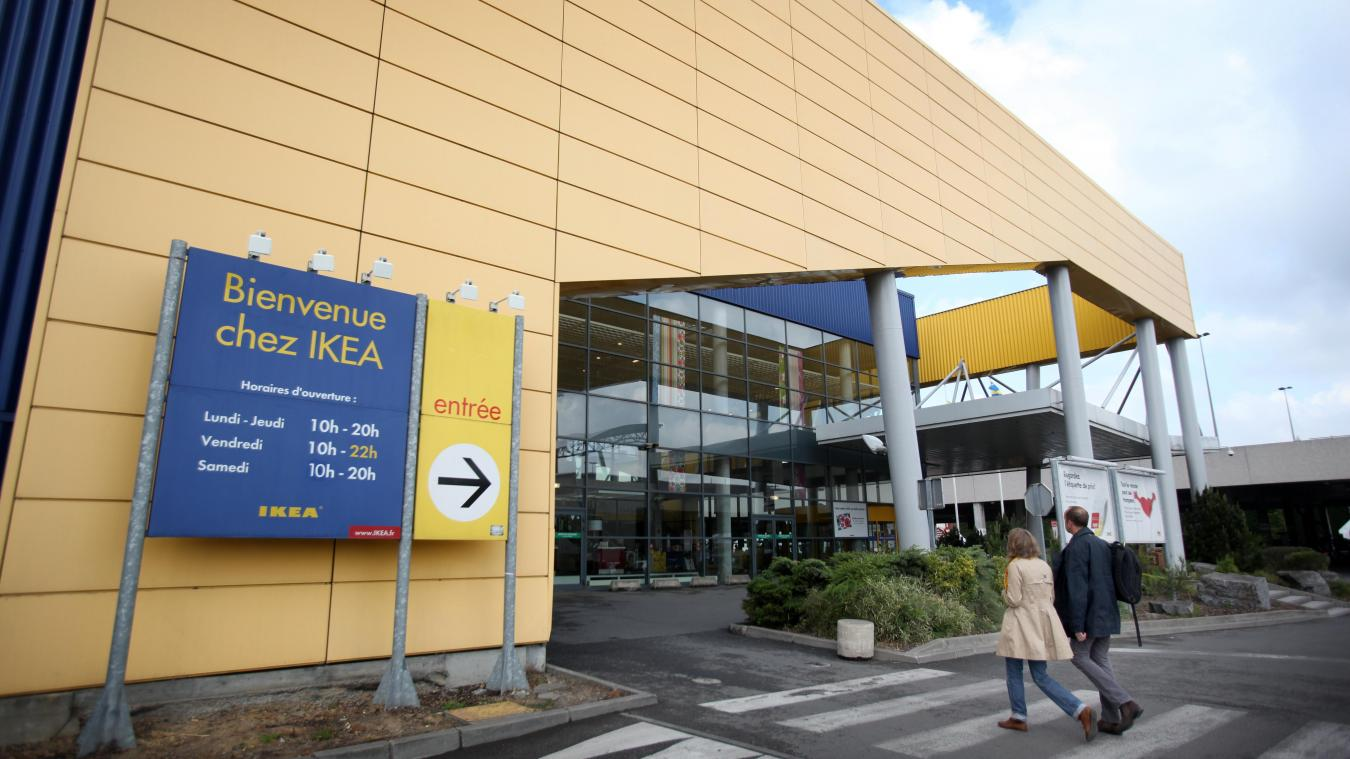 Un inconnu a tenté de dégrader la façade du magasin Ikea de Lomme. Photo archives PIB