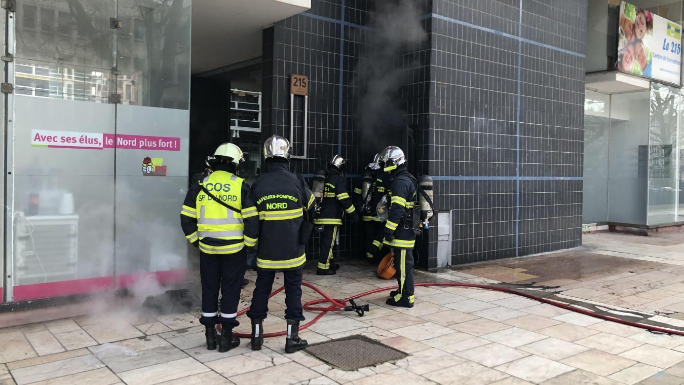 le feu, dans un vide-ordures, ce vendredi midi rue Pierre-Mauroy