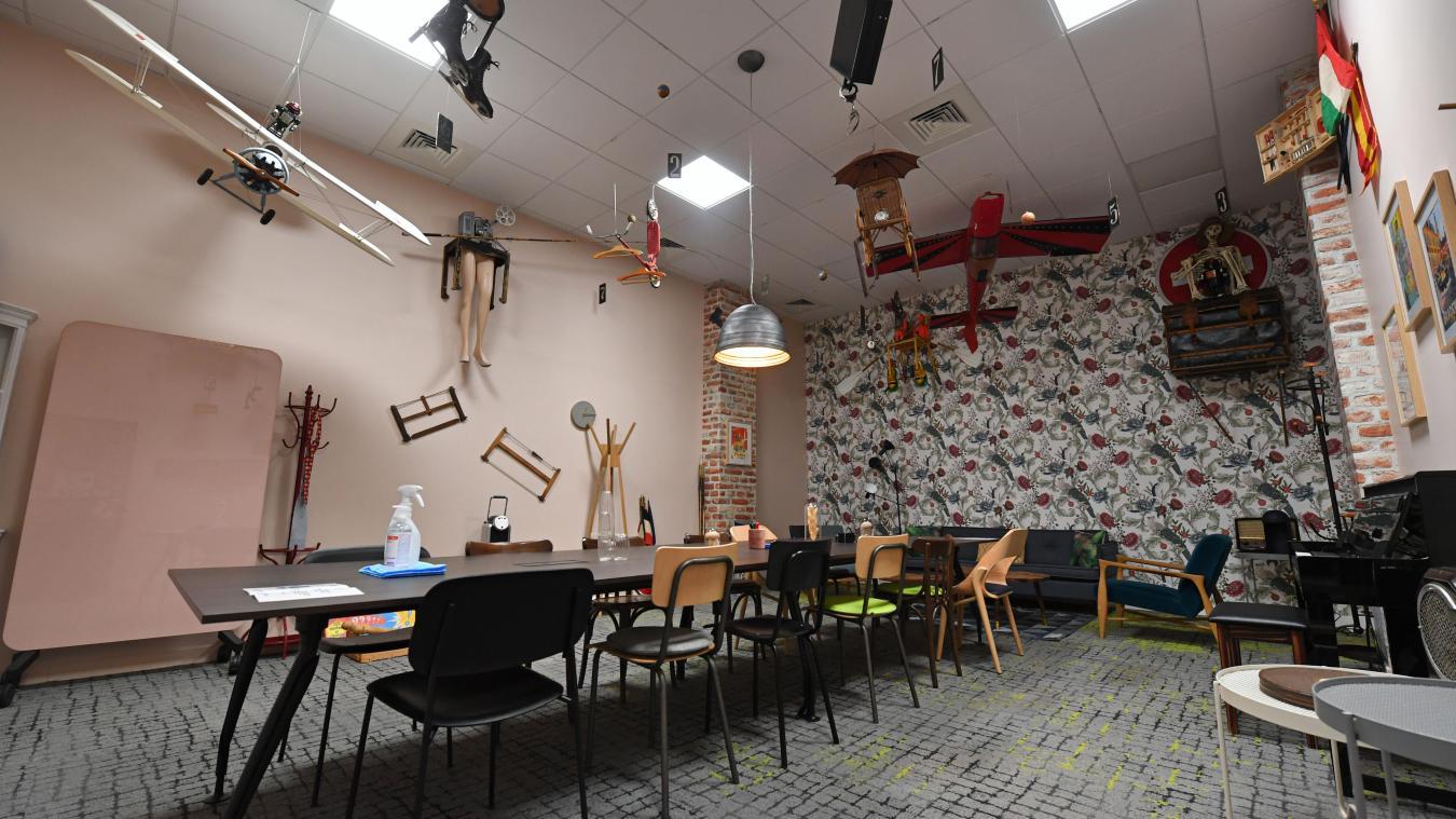 Wojo, leader sur le marché du coworking, vient de s'installer au sein de l'ensemble immobilier conçu par Vinci (côté rue d'Amiens). Les espaces de travail sont déclinés sur le thème de Lille aux trésors. Ici, la salle Braderie. PHOTO FLORENT MOREAU