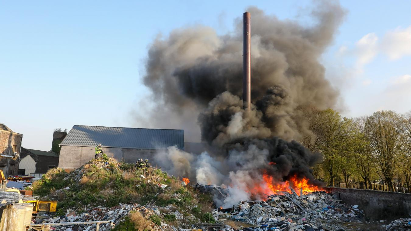 Roubaix: Important feu de détritus rue de Cartigny dans une entreprise désaffectée