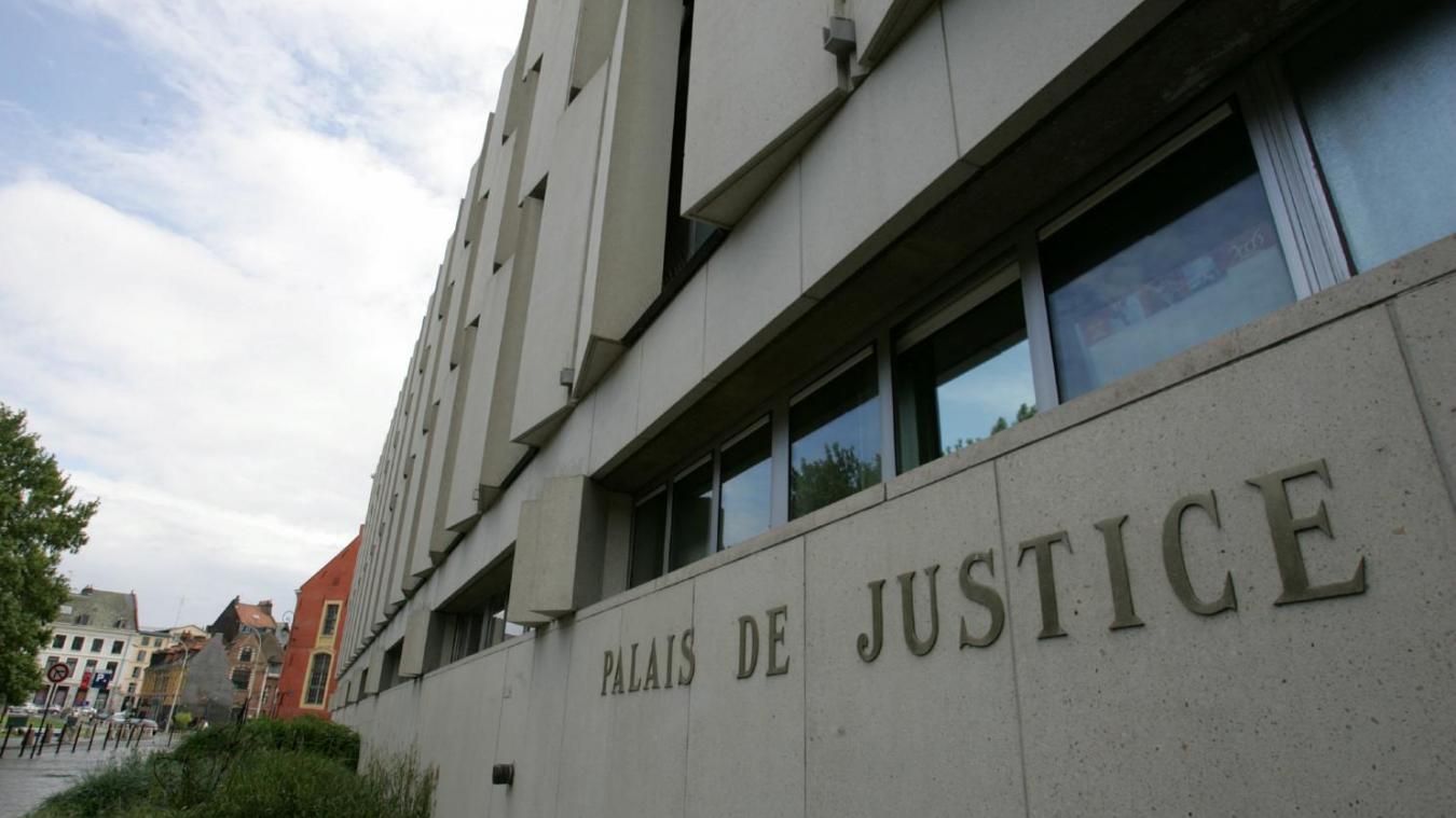 Lille: rue des Postes, un homme frappe une femme enceinte pour la voler