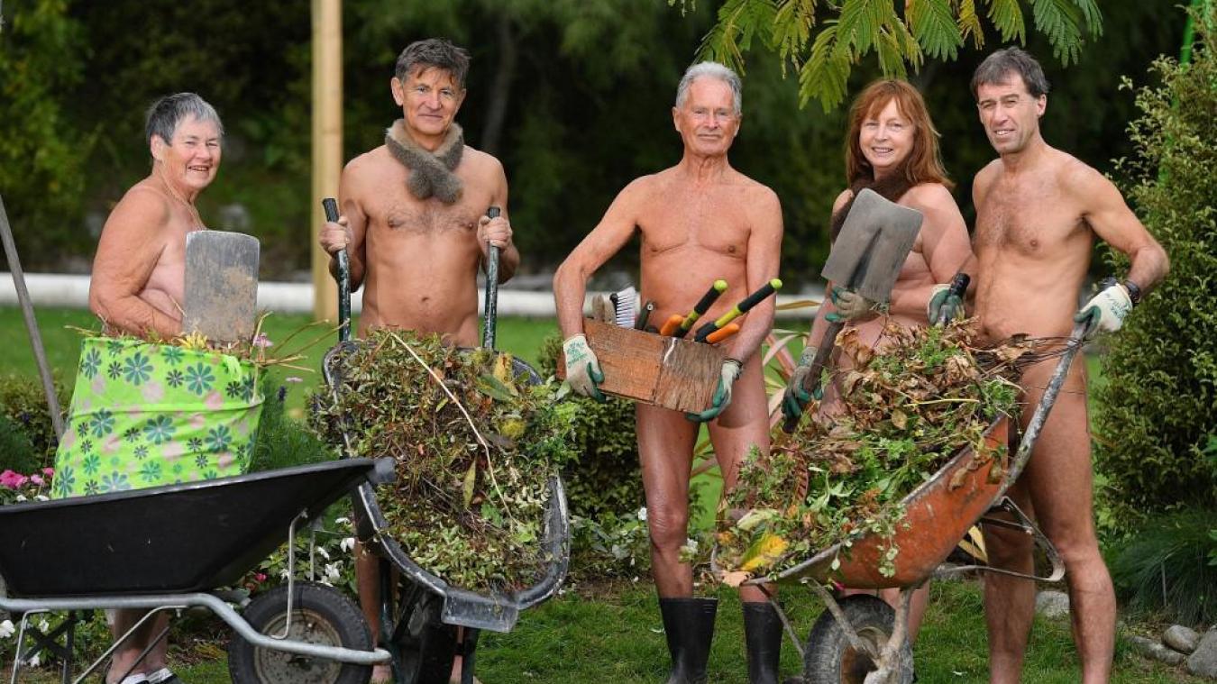 Ces jardiniers de Nouvelle-Zélande participent au « World Naked Gardening Day », Journée internationale du jardinage nu ! Photo AFP
