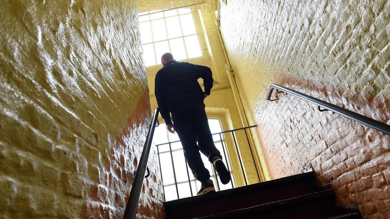 Lille: «Mettre le feu à sa résidence, ce n'est rien d'autre qu'un suicide social»