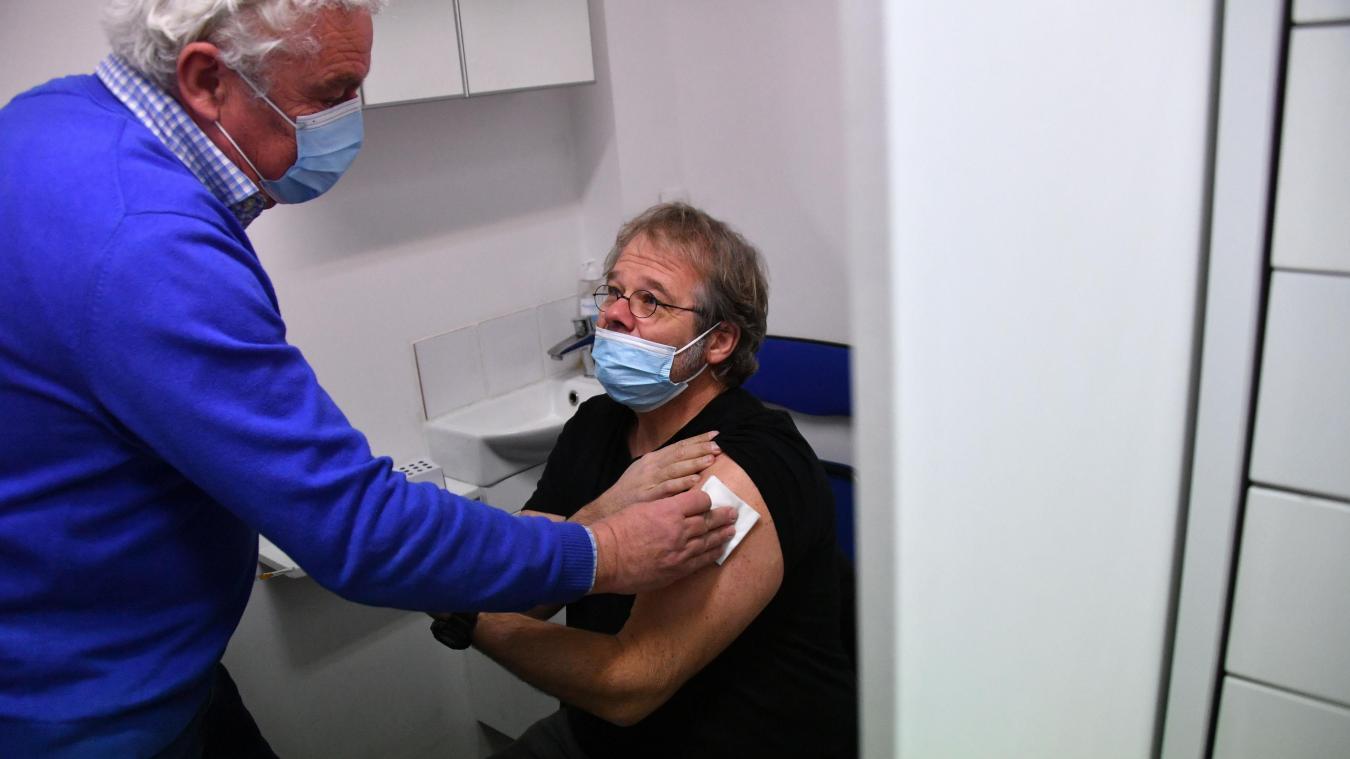 Vaccination dans une pharmacie du Vieux-Lille. Photo archives Pierre Le Masson