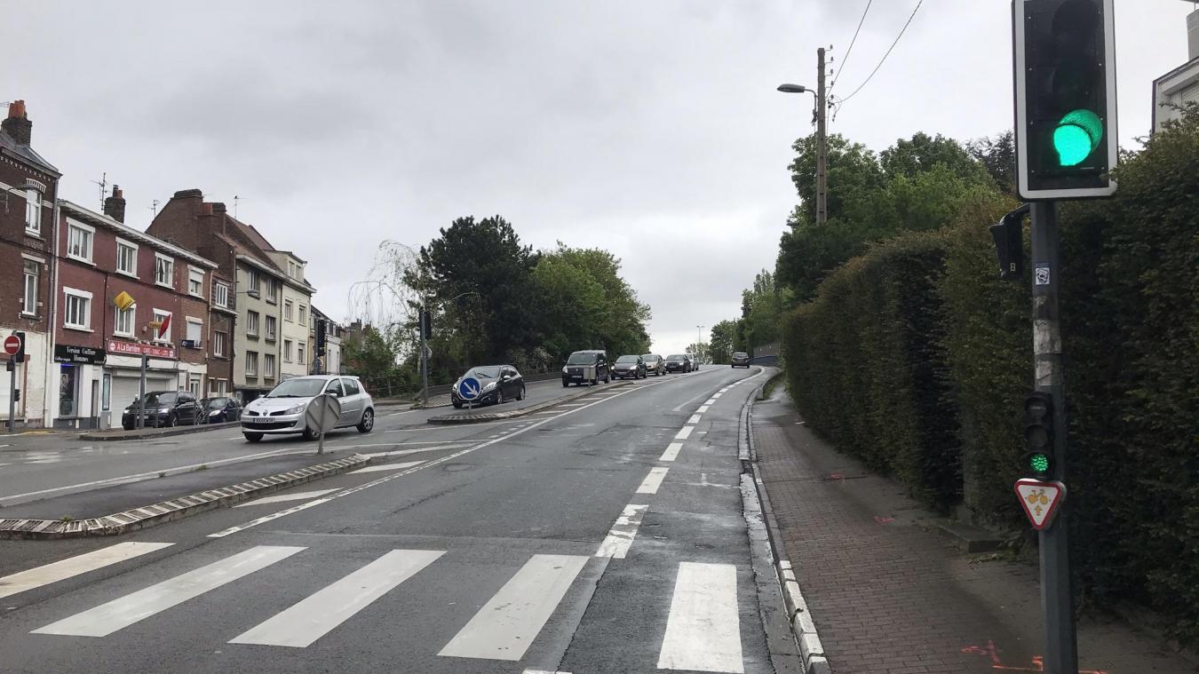Les voies cyclables vont être élargies, et tracées sur des trottoirs protégés par des bordures.