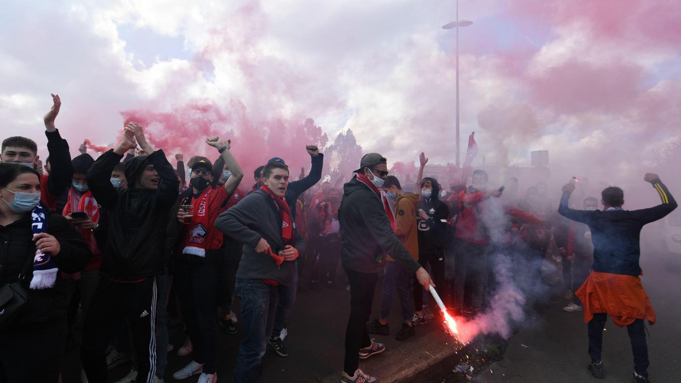 Football: juste avant le coup d'envoi de Lille - Saint-Étienne, la pression monte sur les réseaux sociaux