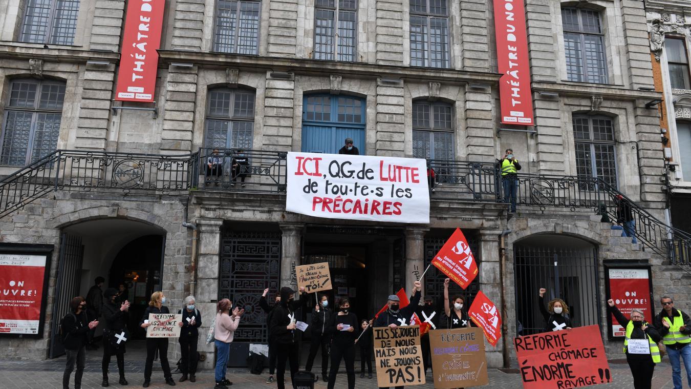 Mobilisation des Interluttants devant le Théâtre du Nord, ce samedi après-midi. PHOTO BAZIZ CHIBANE