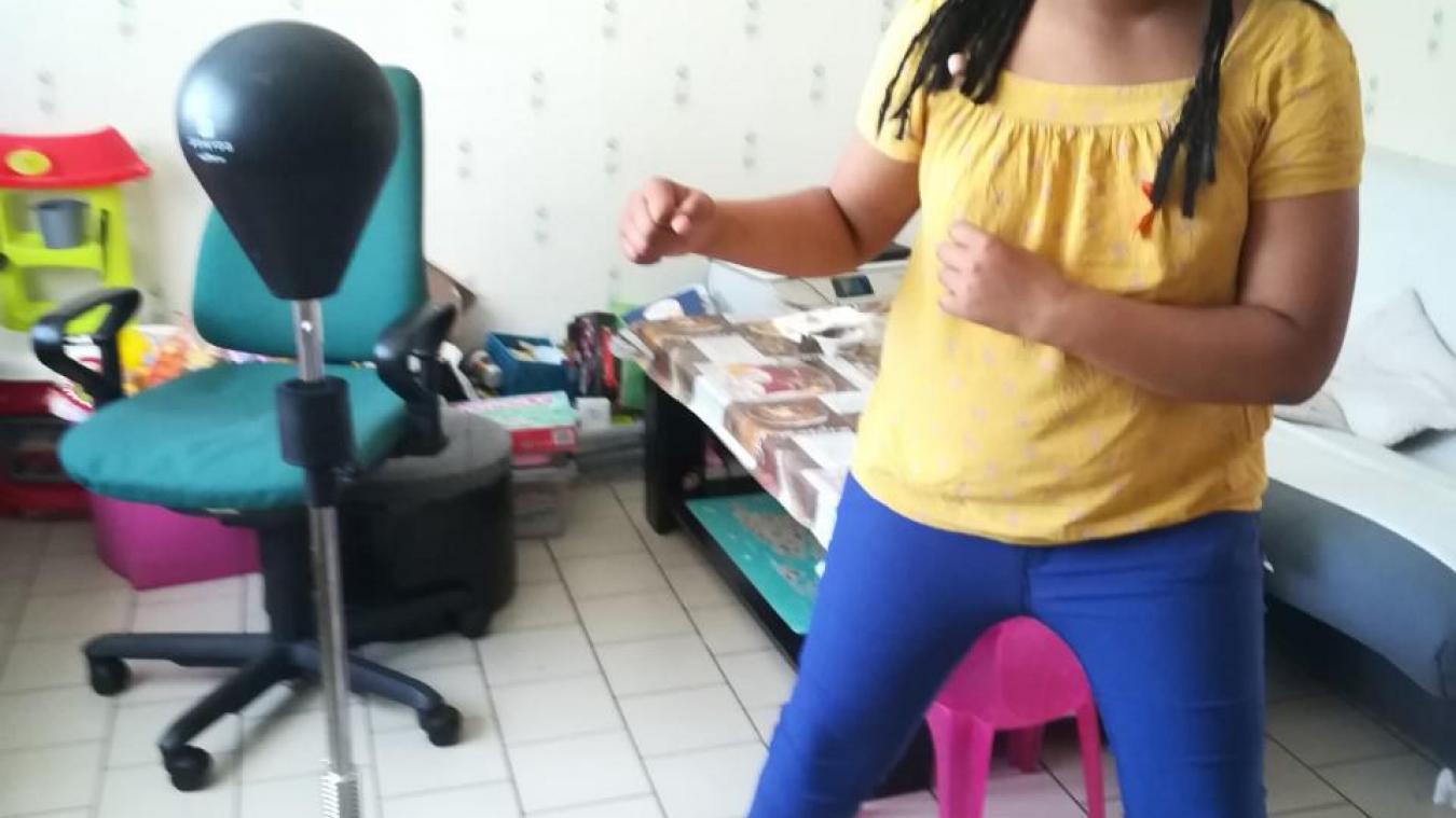 Un punching-ball permet à Pauline de canaliser son énergie débordante...