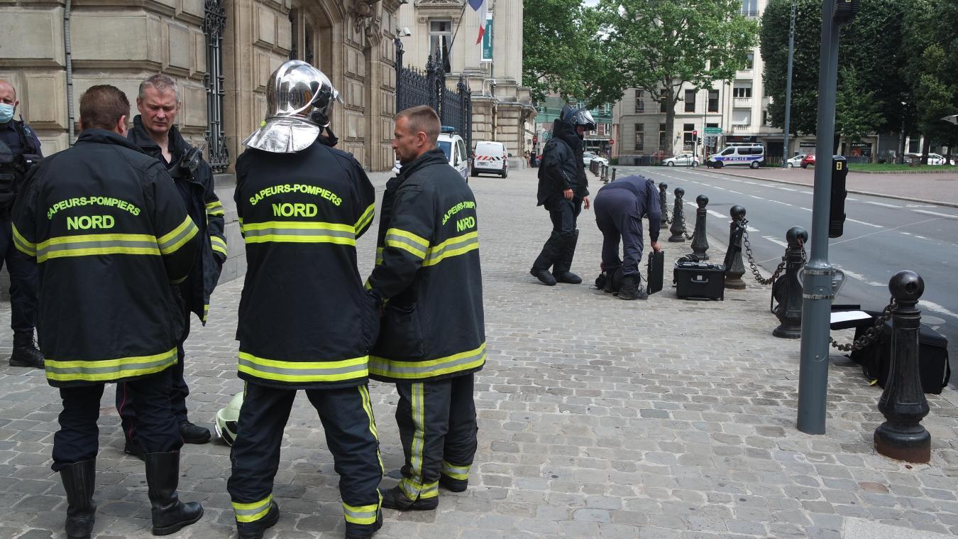 La découverte a mobilisé non seulement une équipe de démineurs mais également pompiers lillois et forces de l'ordre.