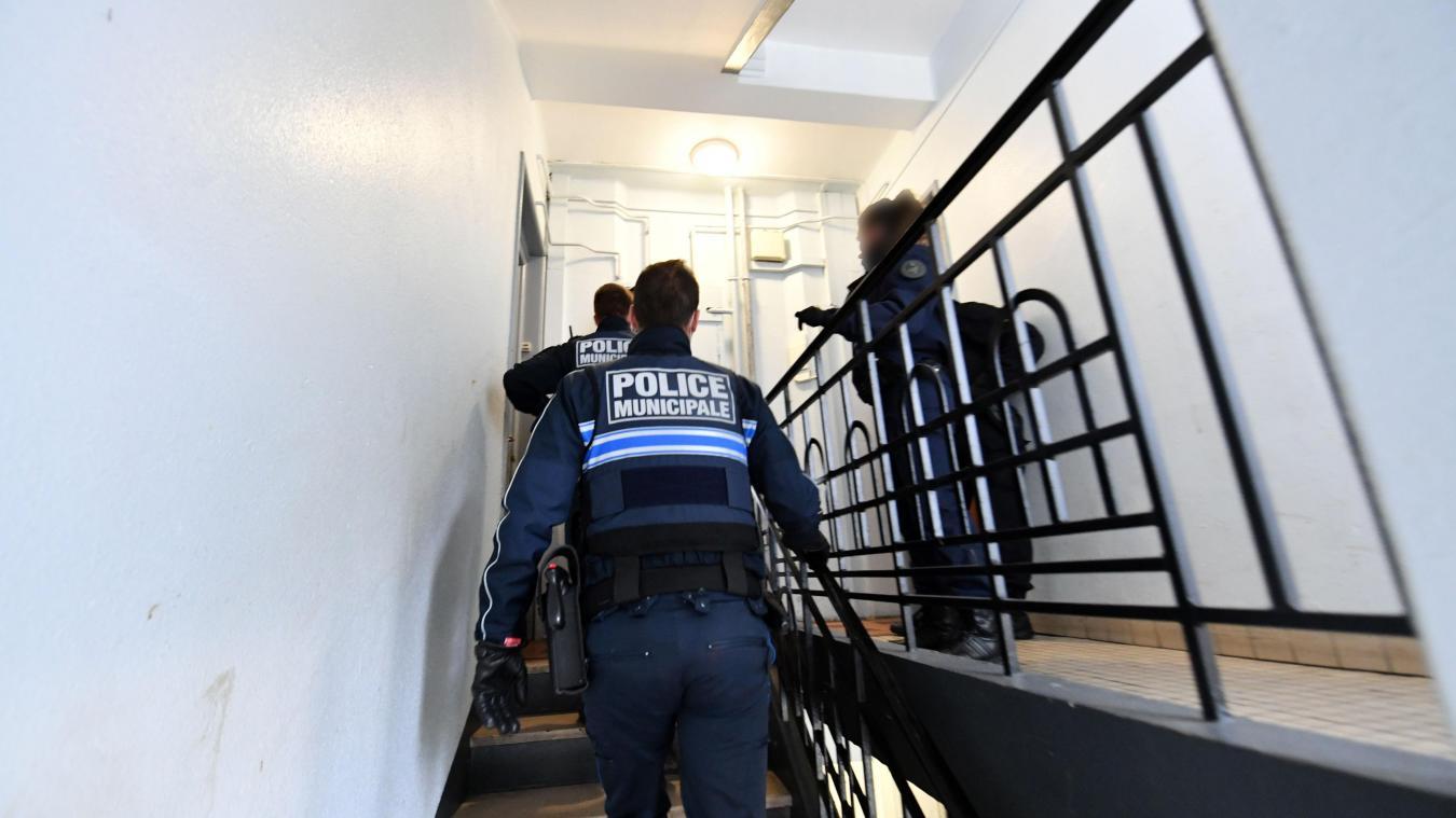 Les policiers sillonnent régulièrement le square Samain, le Boulevard de Metz, la rue Léon-Blum... où les guetteurs sont payés 80 euros la journée pour les voir venir de loin. Ph. archives Pierre Le Masson