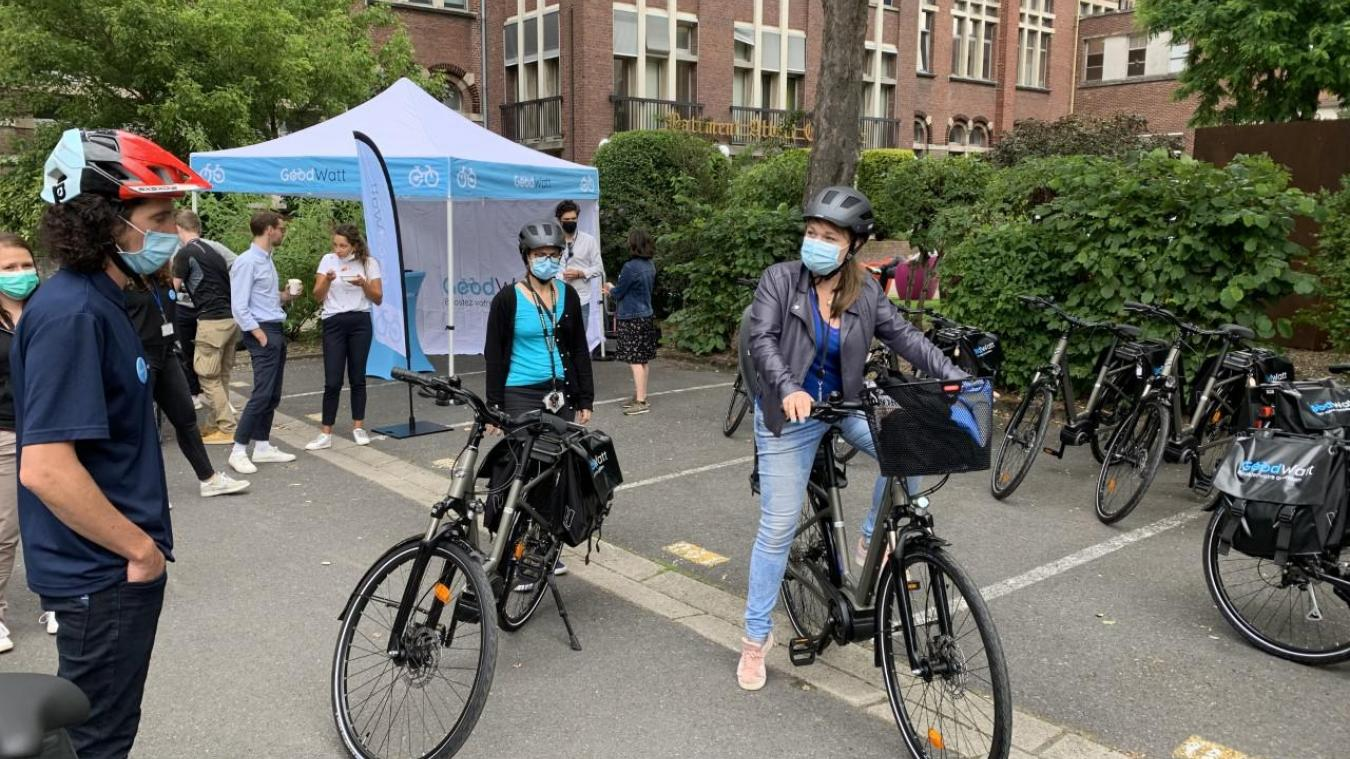 Vingt salariés de Pasteur tentent l'expérience du vélo à assistance électrique.