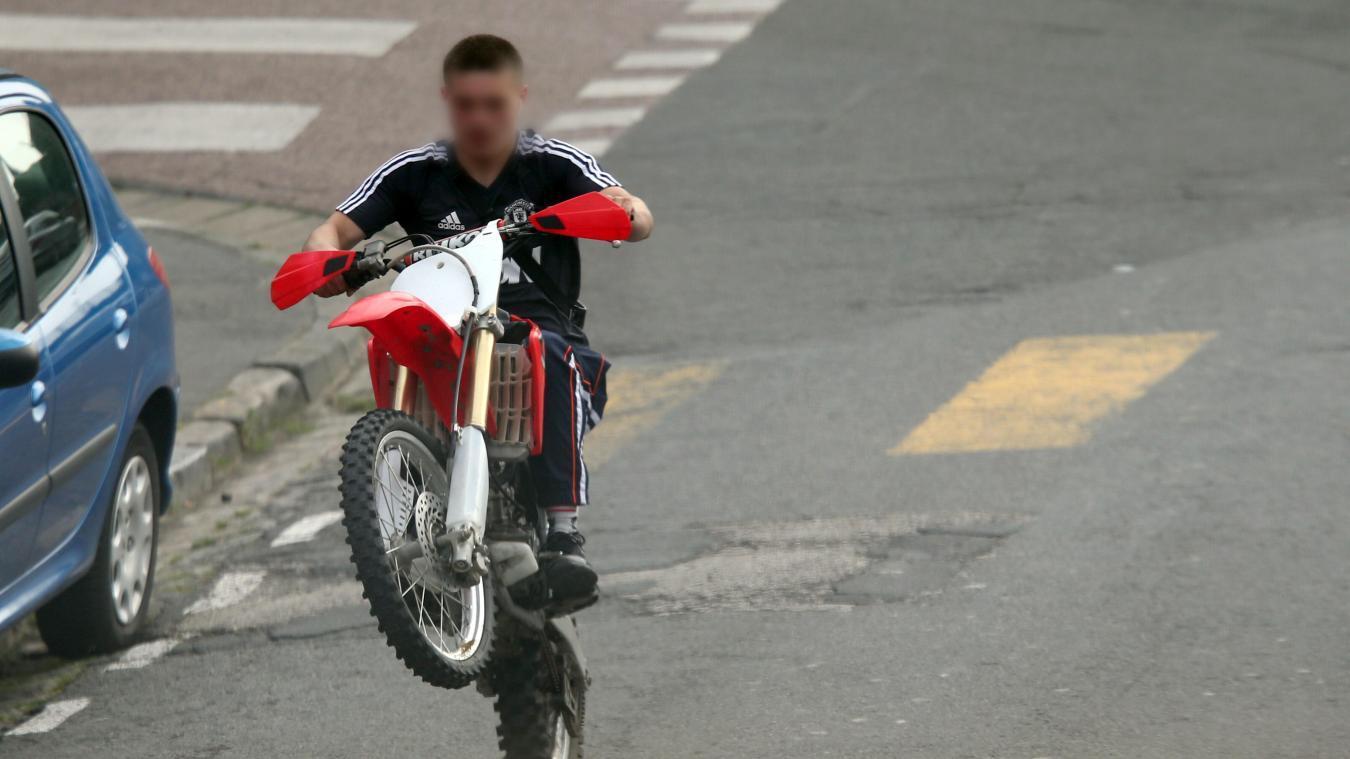 Un jeune homme de 16 ans a été interpellé à Hellemmes dimanche après avoir conduit dangereusement dans un parc. PHOTO ARCHIVES BAZIZ CHIBANE - LA VOIX DU NORD